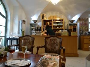 inside wine bar